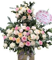 Giỏ hoa để bàn chúc mừng