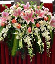 Cách cắm hoa bục phát biểu, trang trí bục phát biểu đẹp