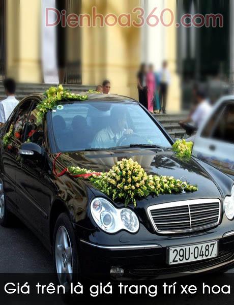 Trang trí xe hoa cô dâu bằng hoa hồng vàng