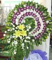 Vòng hoa tang lễ trắng tím