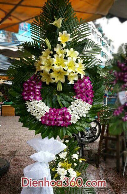Đặt vòng hoa viếng đám ma HN