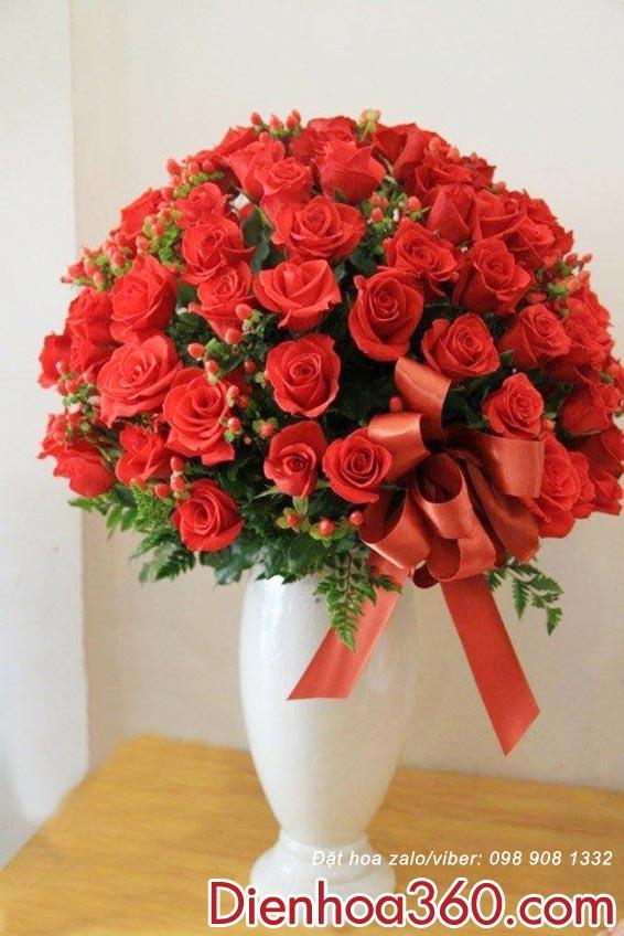 Bình Hoa hồng đỏ
