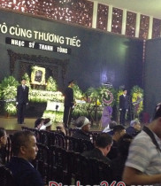 Lãng hoa chia buồn, vòng hoa choa buồn đã được gửi tới tiễn biệt nhạc sĩ Thanh Tùng