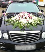 Mẫu xe hoa cưới màu trắng-hồng