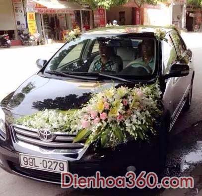 Xe hoa cưới màu trắng hồng – ly vàng