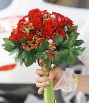 Cách bó hoa cưới