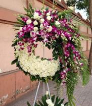 Vòng hoa chia buồn tím trắng