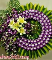 Đặt vòng hoa viếng đam tang ở nhà tang lễ Đức Giang Long Biên