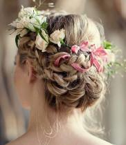 Những lưu ý khi sử dụng hoa cưới và hoa đội đầu cô dâu
