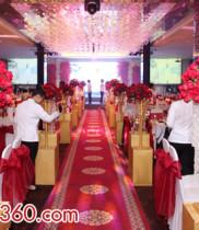 Dùng hoa tươi là Hoa hồng đỏ trang đám cưới Thật rực rỡ