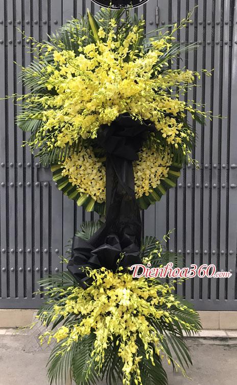 Đặt vòng hoa viếng tại Hà Nội