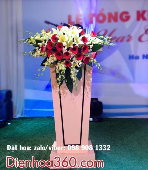 hoa buc phat bieu, hoa phong hop, bat hoa de ban dep