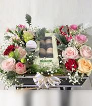 Hộp hoa tươi – bánh macaron