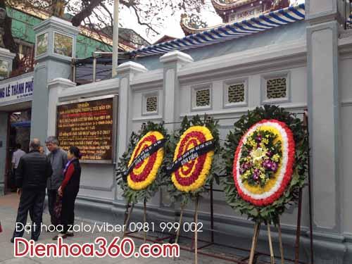 vong hoa chia buon 125 phung hung