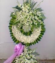 Gửi hoa chia buồn người lớn tuổi thì chọn hoa gì?