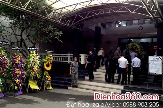 Đặt vòng hoa chia buồn nhà tang lễ BV Bạch Mai