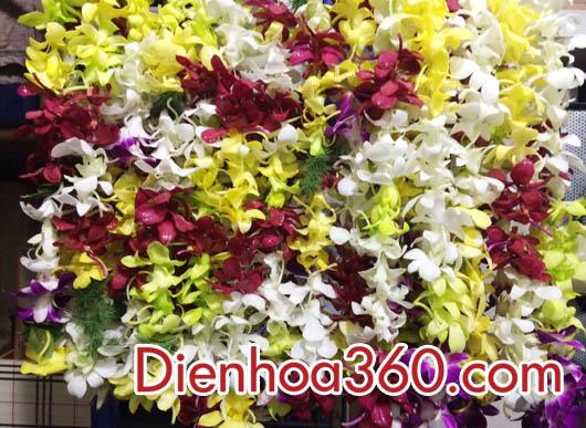 Vòng hoa đeo cổ hoa lan