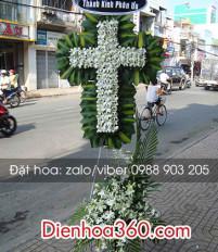 Tổng hợp mẫu hoa chia buồn hình cây Thập Giá người Công Giáo