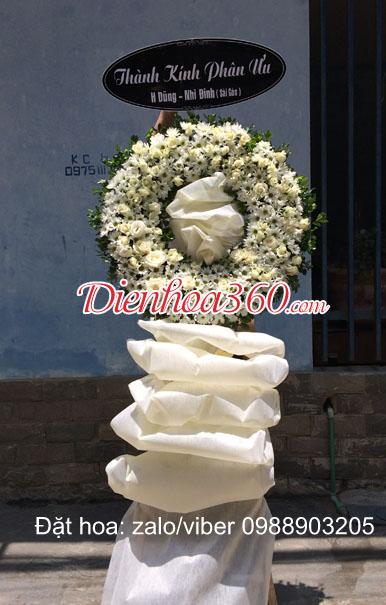 vòng hoa viếng đám tang cho người chết trẻ, hoa tươi