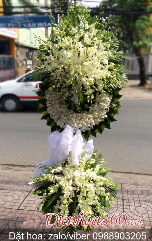 Hoa tang lễ màu trắng đẹp, kệ hoa chia buồn