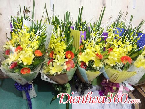 Cách bó hoa tặng đại biểu