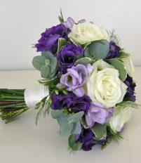 Cách chọn bó hoa cưới cầm tay cô dâu đẹp