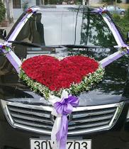 Mẫu xe hoa cưới đẹp, hoa hình tim