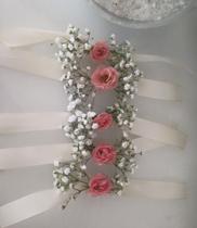 Hoa đeo tay cô dâu đẹp