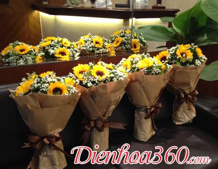 Bó hoa tặng nhà báo việt nam