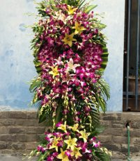 Vòng hoa viếng đám tang màu tím nói lên điều gì?
