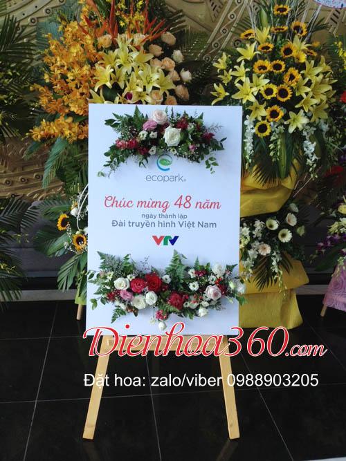 bảng hoa tươi chúc mừng