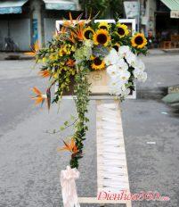 Đặt bảng hoa tươi khung hoa tươi ở đâu đẹp