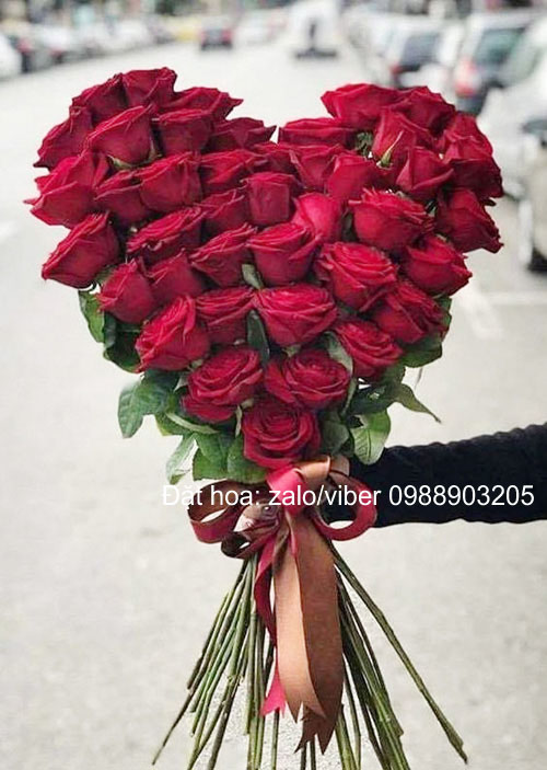 Bó hoa hình trái tim hoa tặng 8-3