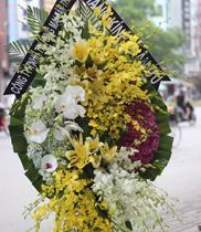 Vòng hoa chia buồn đám tang đẹp