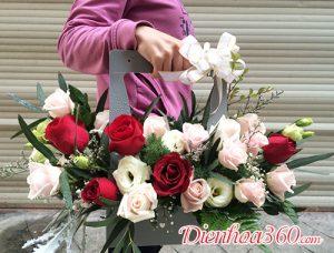 Giỏ hoa xách tay hoa tặng sinh nhật