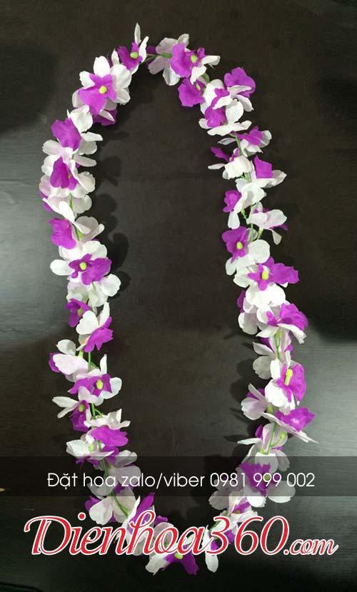 Vòng hoa đeo cổ trao giải