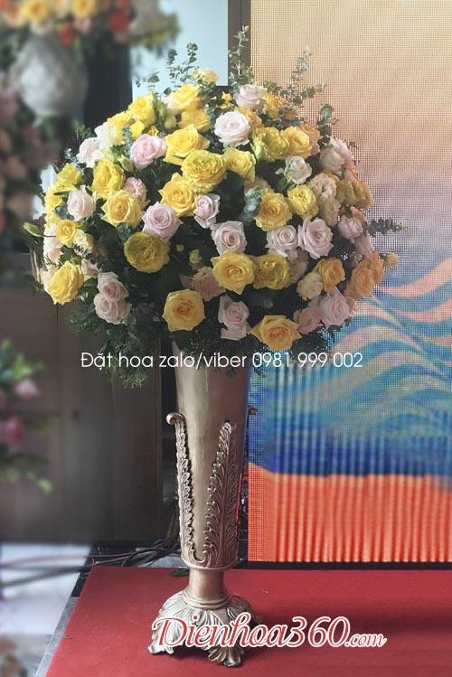 Bình hoa hồng chúc mừng đẹp
