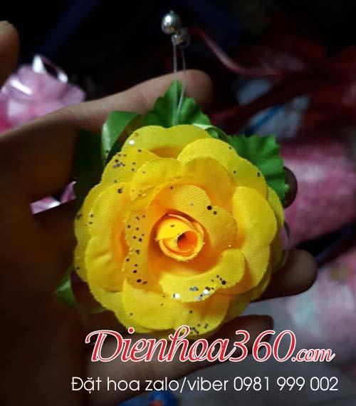 Hoa cài ngực vu lan màu vàng