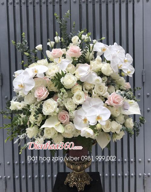 Bình hoa hồng trắng tặng sinh nhật