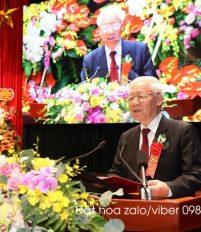 Hoa cài áo hội nghị một loại hoa không thể thiếu trong các sự kiện, hoa cài áo 70 năm học viện chính trị quốc gia
