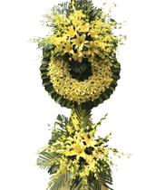 Vòng hoa viếng màu vàng