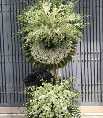 Vòng hoa đám tang màu trắng có ý nghĩa gì
