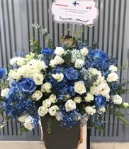 Giỏ hoa màu xanh tặng sinh nhật