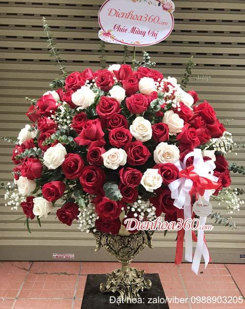 Tặng bình hoa hồng đẹp giá bao nhiêu tiền