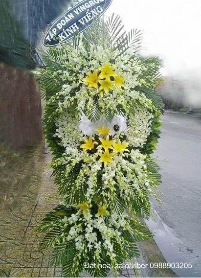 Vòng hoa viếng màu trắng đẹp