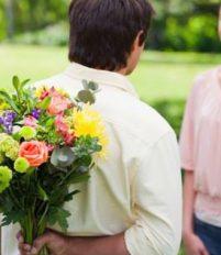3 cách tặng hoa cho bạn gái ngày 8/3 độc đáo nhất