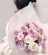 Tuyệt chiêu tặng hoa 8-3 khiến bạn gái bất ngờ