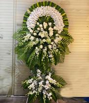 Vòng hoa tang lễ trắng CB10