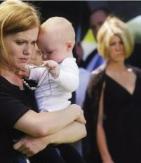 Nhà có trẻ sơ sinh có nên đi đám ma, kiến thức cho bà mẹ nuôi con